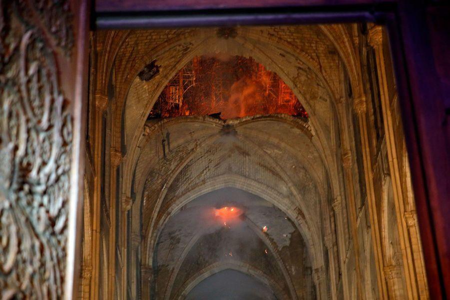 A l'intérieur de Notre-Dame de Paris.