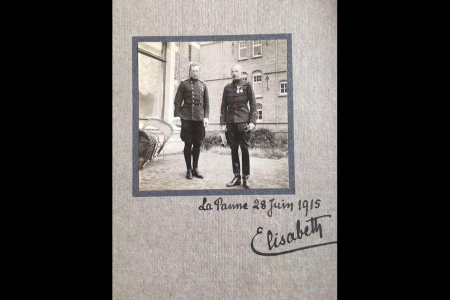 Roger Hély d'Oissel, (à dr.), général de division, décoré de l'ordre de Léopold par le roi, le 28 juin 1915. Arrière arrière-grand-père d'Alfred de Montesquiou.