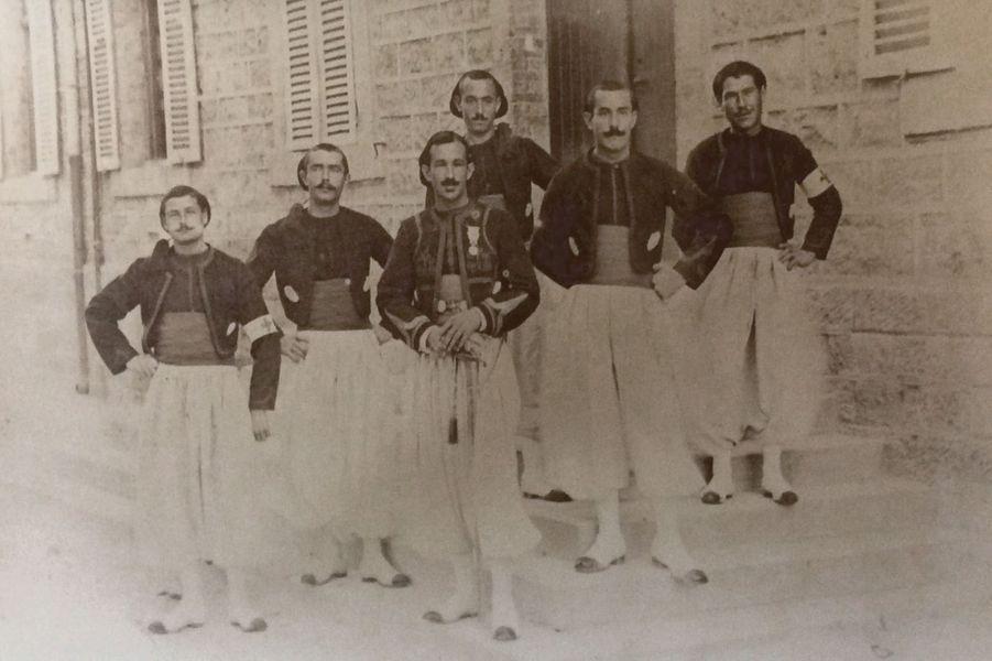 Jean Gendre, au premier plan, 2 e zouaves. Arrière-grand père de Flore Olive.
