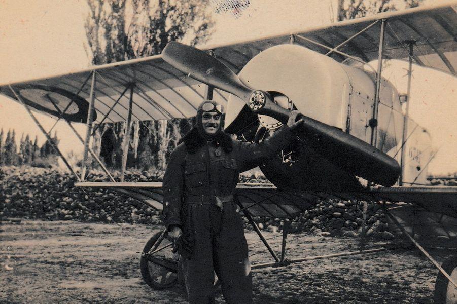 Salvador Allemand, école de pilotage à Istres. Arrière-grand-père de Louis Delafon