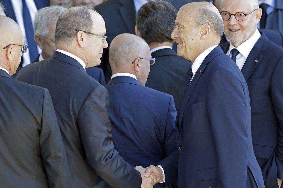 Le prince Albert II de Monaco et Alain Juppéà l'hommage rendu aux 86 victimes de l'attentat de Nice, le 15 octobre 2016.