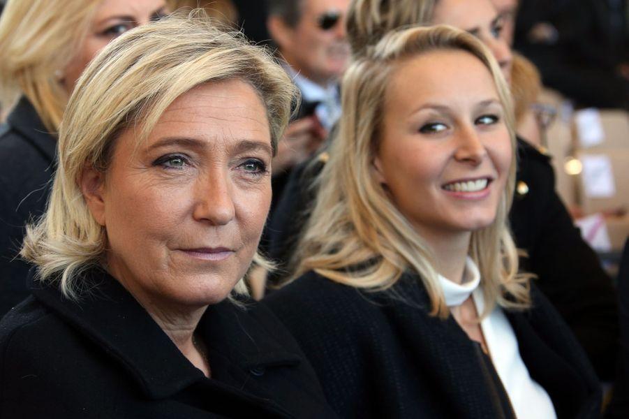 Marine Le Pen et Marion Maréchal-Le Penà l'hommage rendu aux 86 victimes de l'attentat de Nice, le 15 octobre 2016.