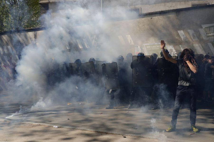 A Paris, des violences pendant le défilé du 1er mai.