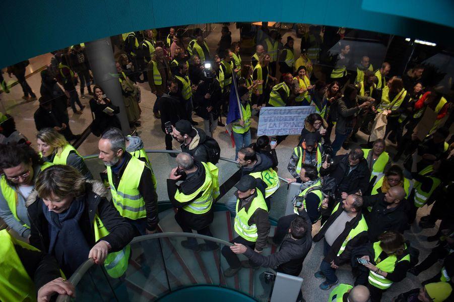 """Manifestation des """"gilets jaunes"""" à l'aéroport Roissy-Charles-de-Gaulle, le 9 mars 2019."""