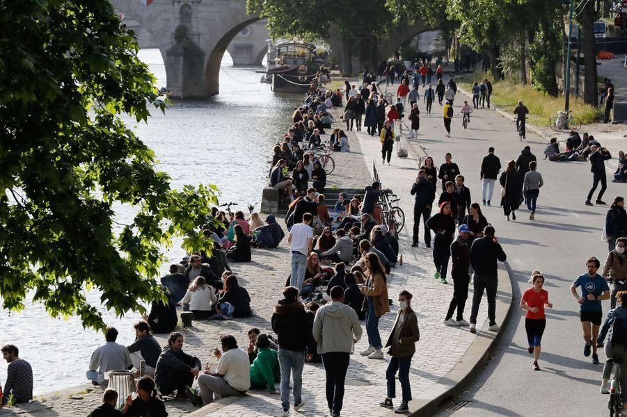 Sur les quais de Seine, lundi 11 mai.