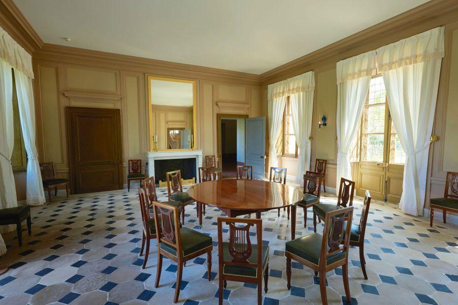 La salle à manger au rez-de-chaussée. Les plats étaient préparés dans le Réchauffoir, la maison voisine.