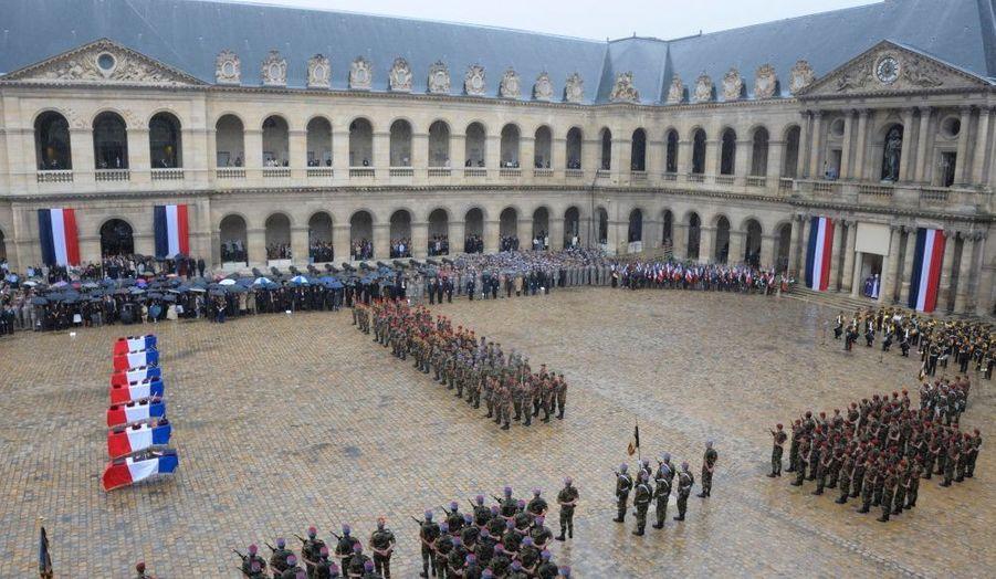 La fanfare a joué la Marseillaise pour signifier la fin de L'éloge funèbre. Les soldats des régiments auxquels appartenaient les victimes ont ensuite emporté les cercueils, suivi par leurs familles.