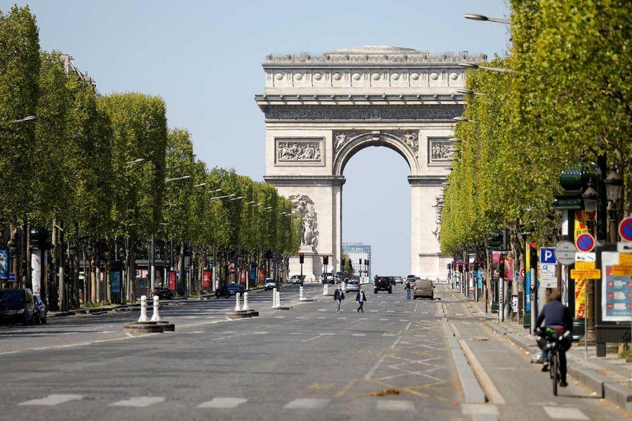 Les Champs-Élysées durant le confinement