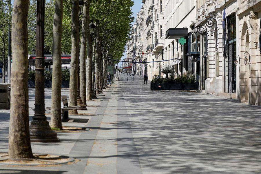 L'avenue des Champs-Elysée durant le confinement