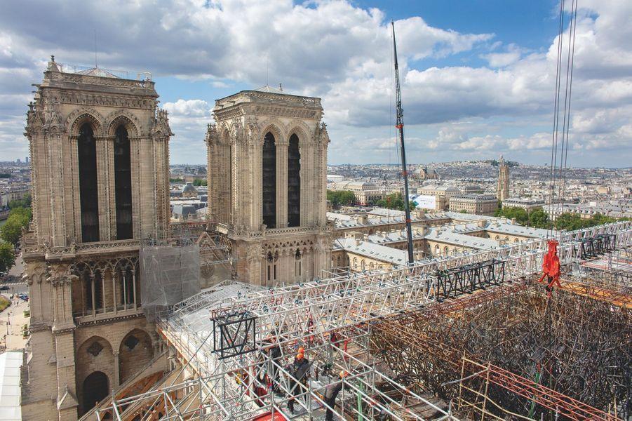 """La mission des """"écureuils"""", surnommés ainsi pour leur agilité : libérer la cathédrale du coeur du corset d'acier."""