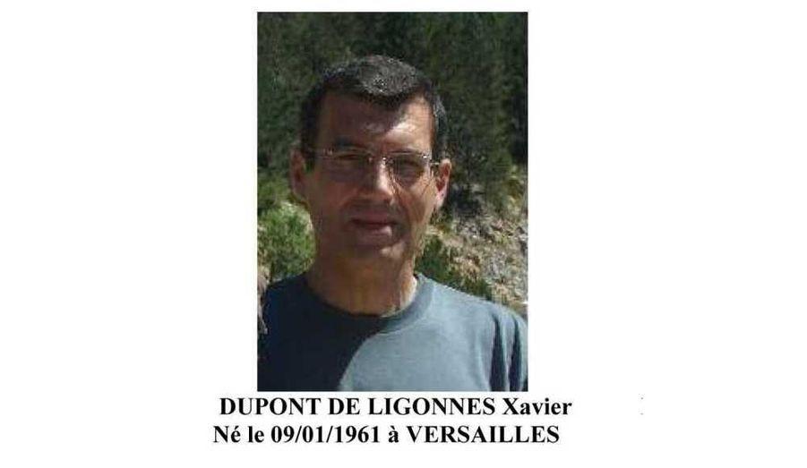Le procureur de Nantes a annoncé samedi matin que l'avis de recherche du père de la famille retrouvée décimée avait été diffusé à l'étranger. Le suspect ne fait cependant pas l'objet d'un mandat d'arrêt international, l'information judicaire pour assassinat ayant été ouverte «contre X».