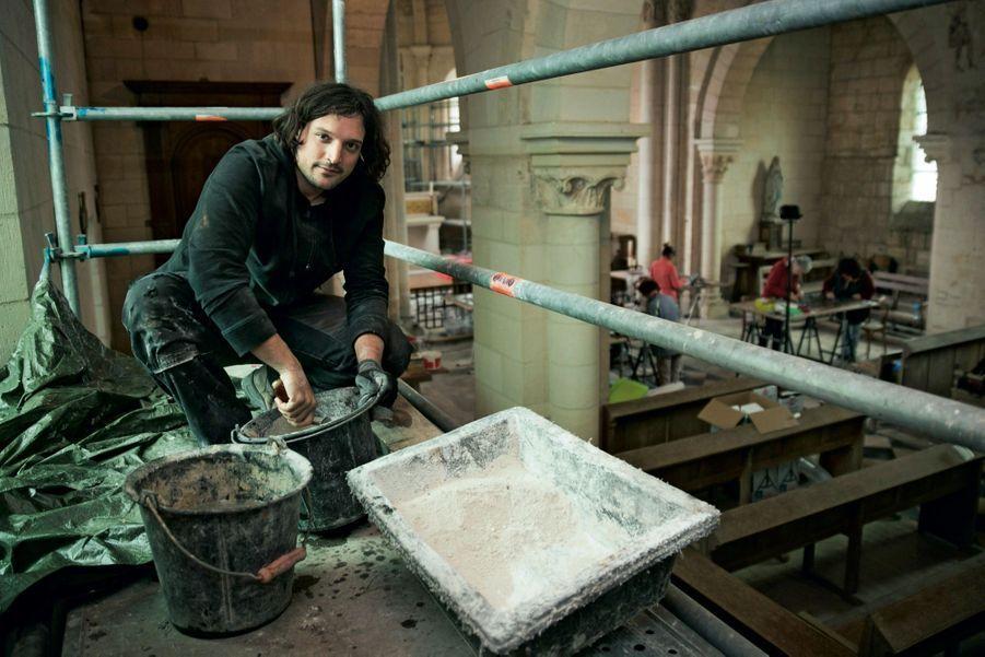 Etienne, à la restauration des vitraux dans la chapelle
