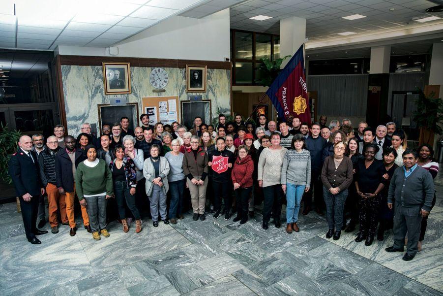 Au siège de l'Armée du salut à Paris, où l'association compte plus de 2 000 bénévoles. Tous les trois mois, ils sont invités à se réunir pour échanger sur leurs missions.