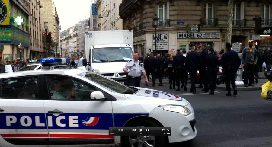Voyant la situation dégénérer, les policiers ont appelé des renforts.