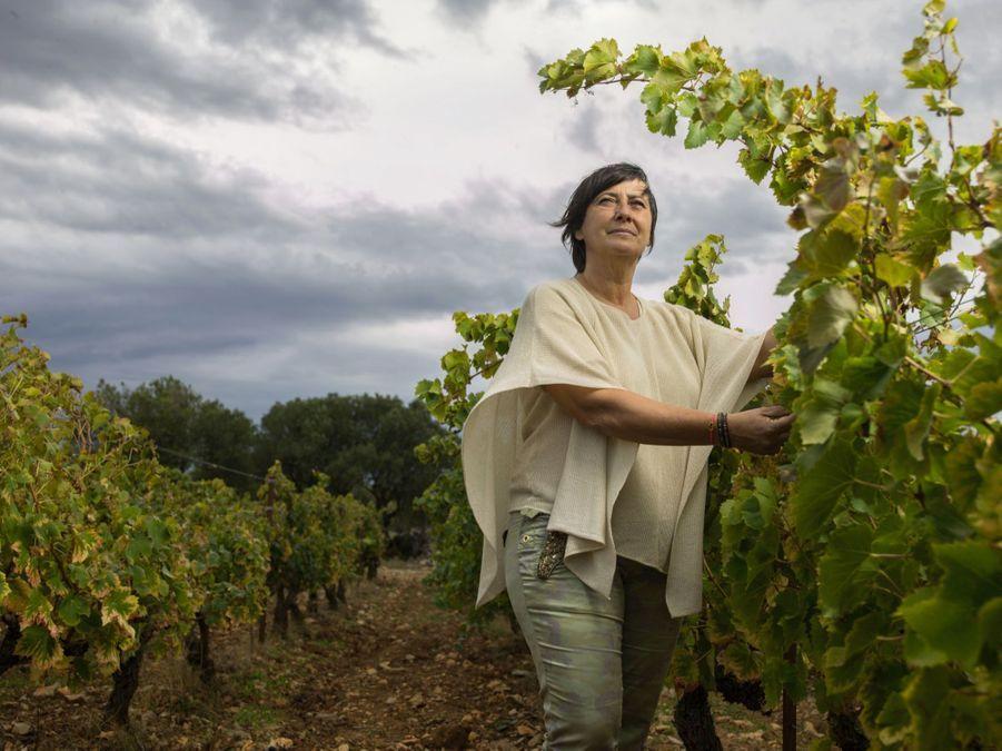 VALÉRIE GUÉRIN Vigneronne et propriétaire des Mille Vignes A La Palme (Aude) au milieu des ceps d'Atsuko. Elle rejoint son père sur le domaine pour l'élaboration de la cuvée 2000. Depuis, elle défend les terroirs sudistes, bichonne des cépages rares et court le pays pour promouvoir des crus déjà prisés par de nombreux chefs étoilés