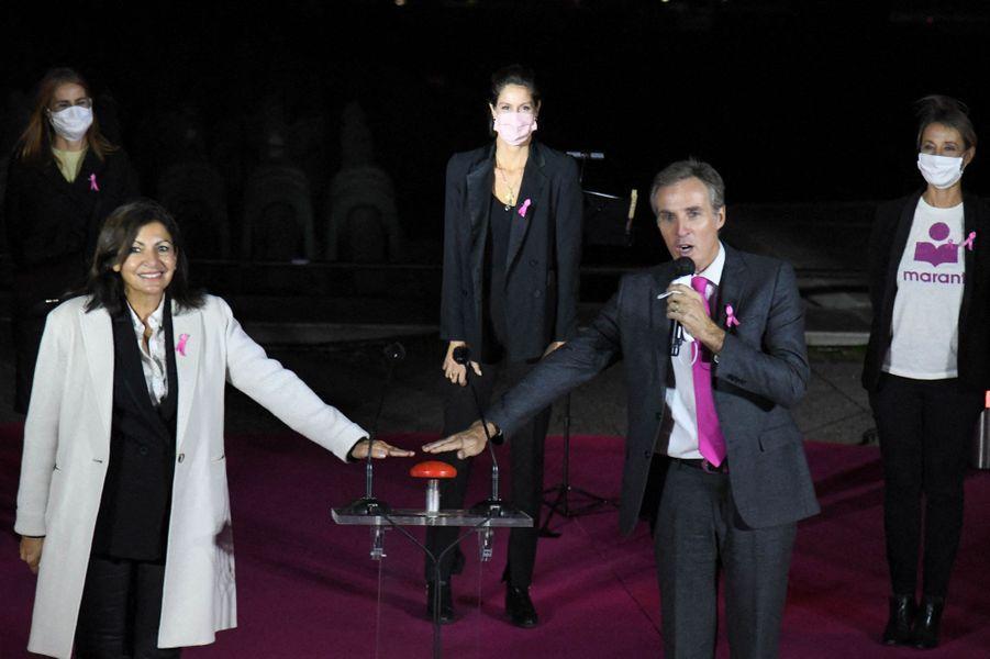 Anne Hidalgo, jeudilors du lancement d'Octobre Rose avec l'illumination en rose de la Tour Eiffel.