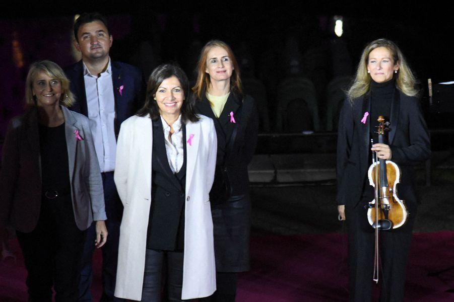 Anne Hidalgo et Anne Gravoin, jeudilors du lancement d'Octobre Rose avec l'illumination en rose de la Tour Eiffel.