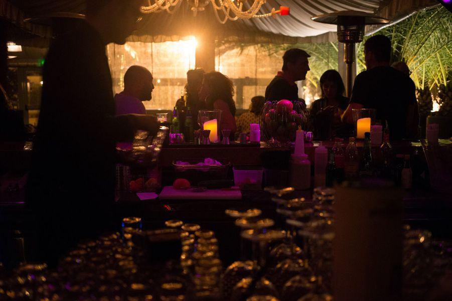 L'un des lieux les plus branchés du Cap Ferret et l'une des meilleures tables : le restaurant Wharfzazate tenu par Gregory Romefort. Un endroit incontournable.