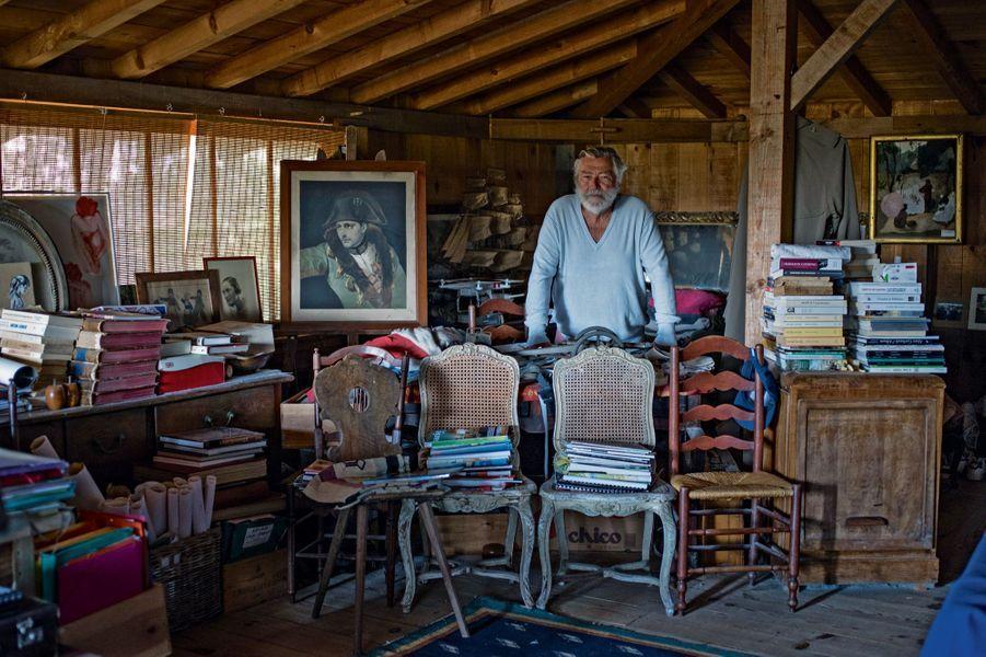 Benoît Bartherotte, «l'Indien de la pointe», vit au bout de la presqu'île dans une maison qu'il a construite de ses mains il y a trente-deux ans.