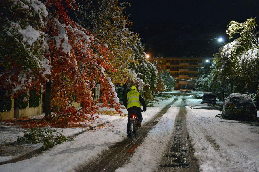 A Bourgoin-Jallieu, dans l'Isère, vendredi matin.