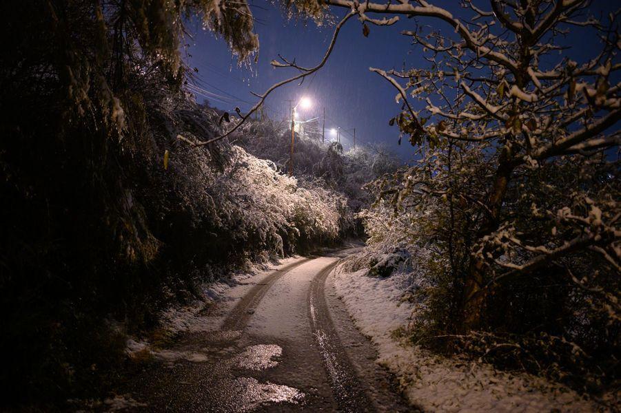 La neige à Givors, près de Lyon, vendredi.
