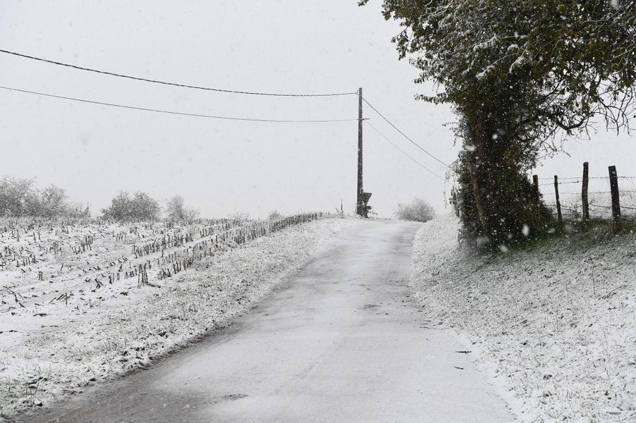 Neige à Bourgoin-Jallieu, dans l'Isère, jeudi.