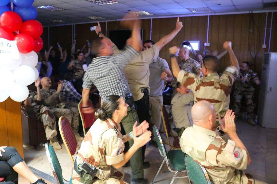 Des militaires de l'opération Chammal à Bagdad, dimanche soir.