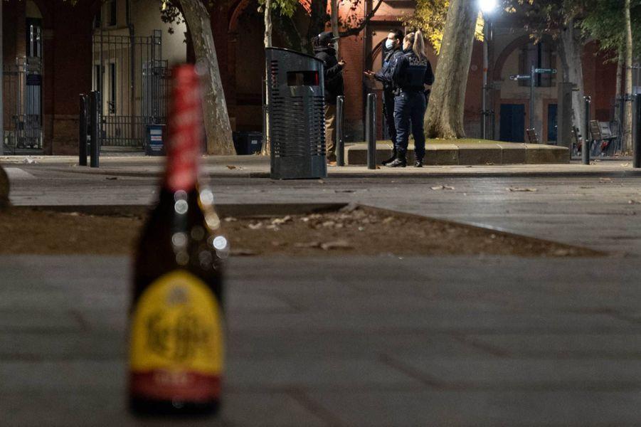 Dans les rues de Toulouse avant le couvre-feu, le 16 octobre 2020.