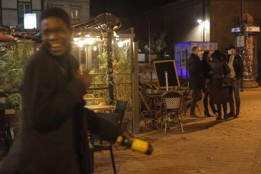 Dans les rues de Saint-Germain-en-Laye avant le couvre-feu, le 16 octobre 2020.
