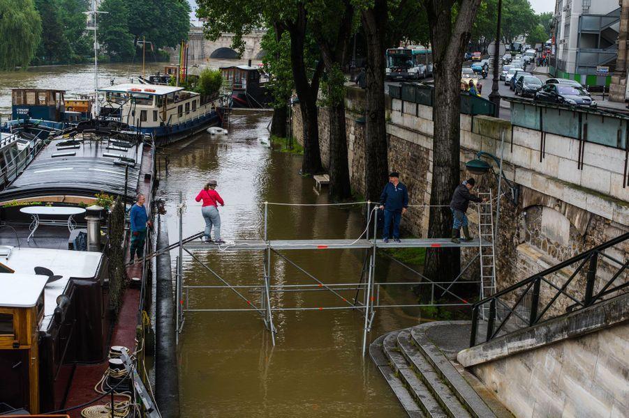 Crue de la Seine : Paris, le bec dans l'eau