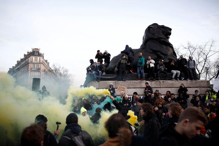Place Denfert-Rochereau, mardi après-midi, à Paris.