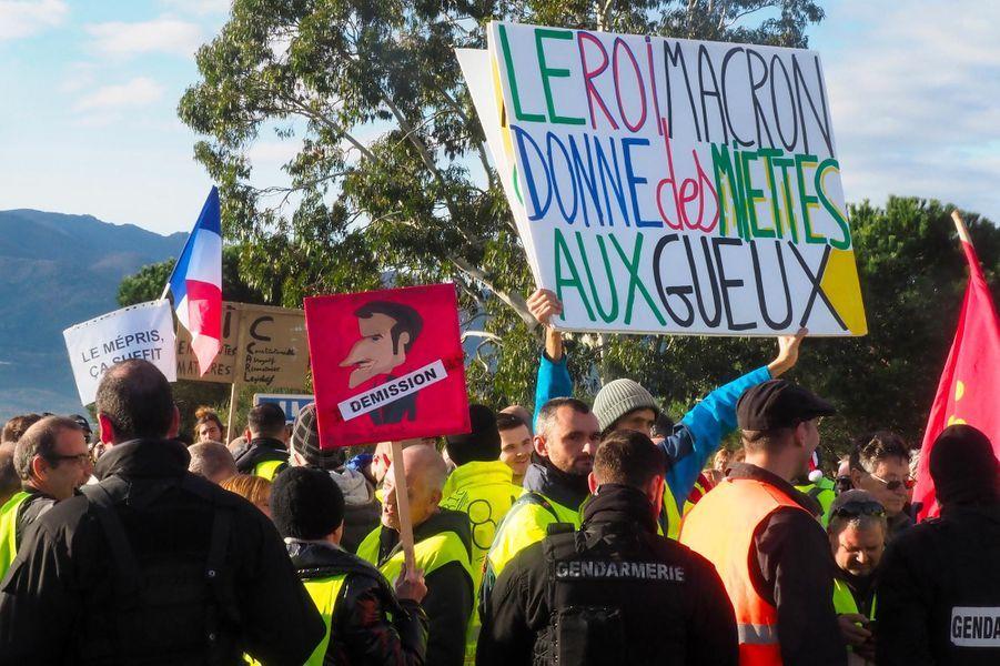 """Rassemblement de """"gilets jaunes"""" au péage du Boulou, dans lesPyrénées-Orientales, le 22 décembre 2018."""