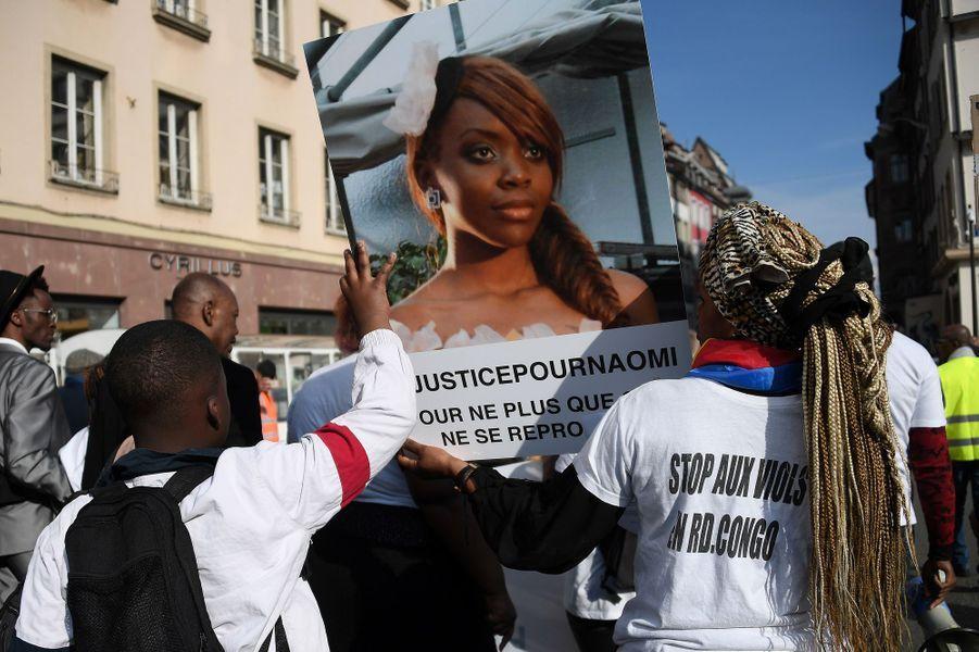 Un millier de personnes ont défilé mercredi en silence au coeur de Strasbourg.