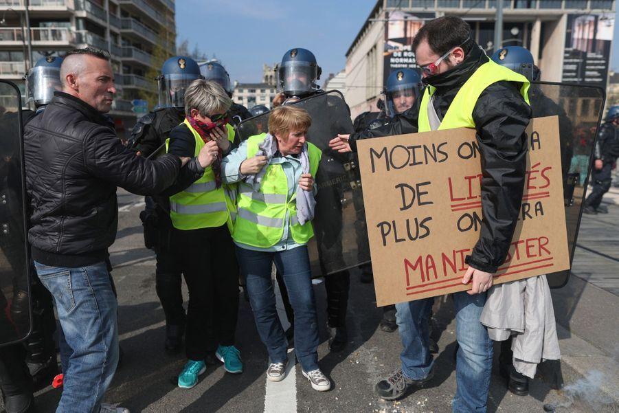"""Echauffourées à Rouen durant la manifestation des """"gilets jaunes"""""""