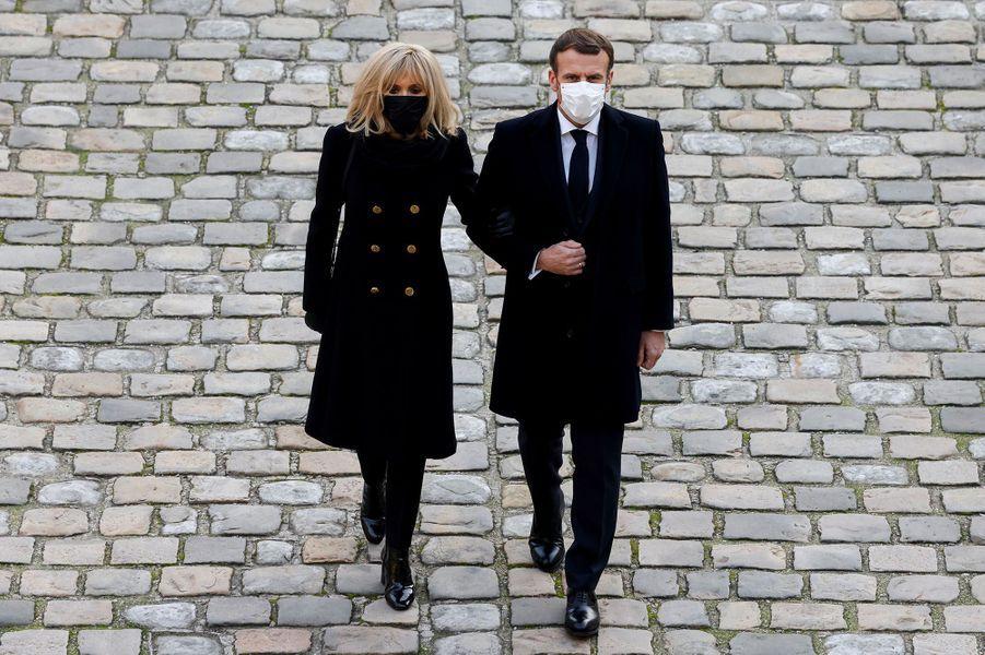 """Emmanuel Macron a salué jeudi la mémoire de l'ancien résistant Daniel Cordier, """"un Français libre, amoureux d'une France sans chaînes"""", à l'occasion d'un hommage national six jours après son décès à l'âge de 100 ans."""