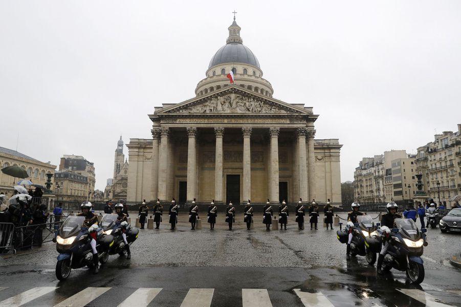 Le cortège funéraire a longuement stationné au Panthéon.