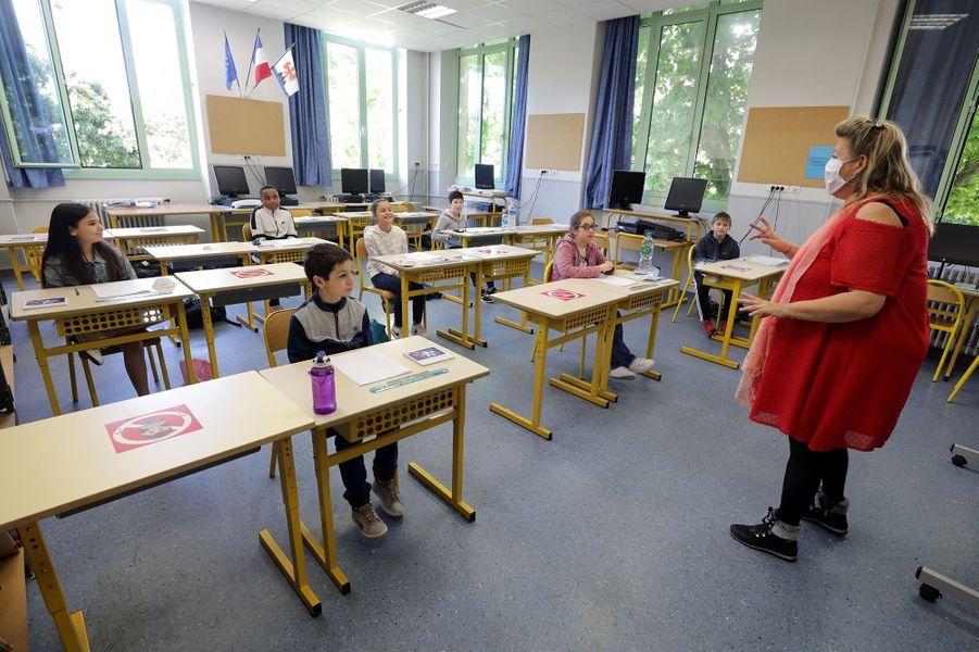 Une salle de classe de l'école primaire Simone Veil à Nice, mardi matin.