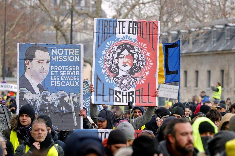 """L'acte X des """"gilets jaunes"""" a démarré à Paris, samedi 19 janvier 2019."""
