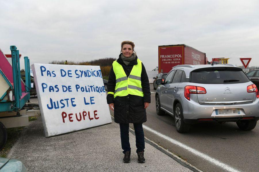 Gaelle, 36 ans, manifeste à Dole dans le Jura.