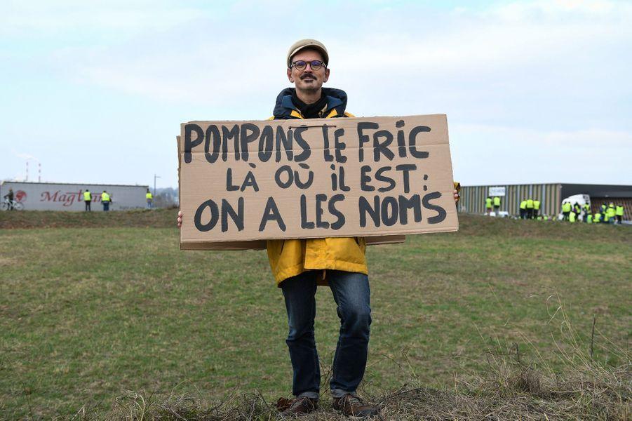 Martin, 54 ans, militant La France Insoumise, manifeste à Dole.
