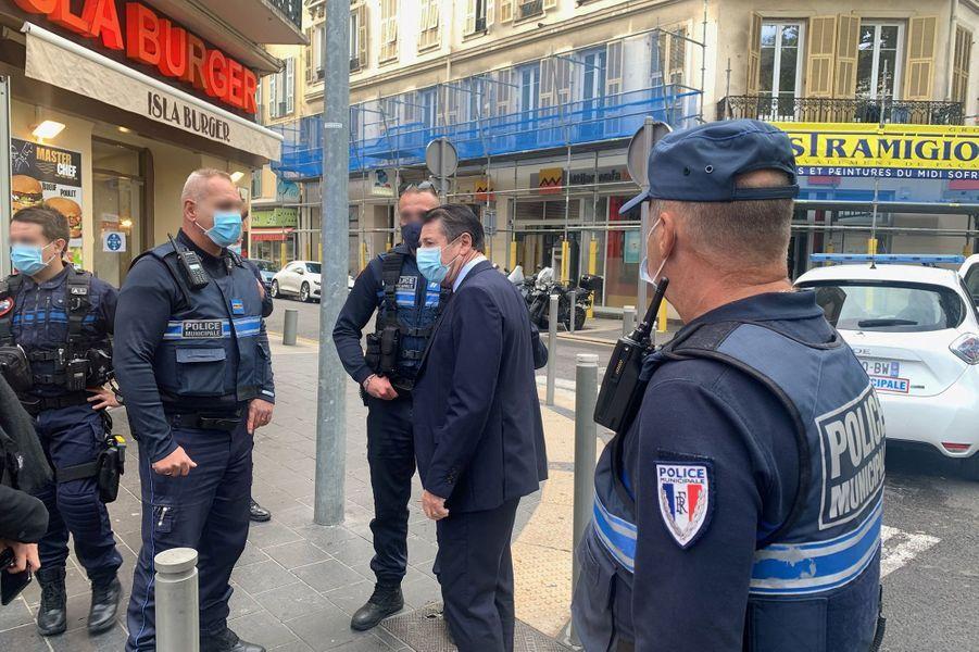 Sur les lieux de l'attaque, à Nice.