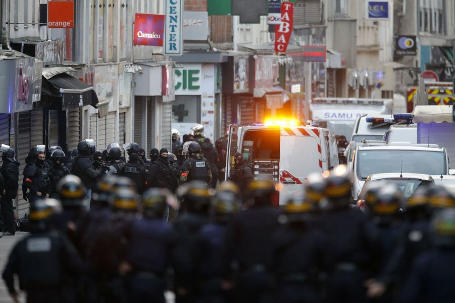 En images. Saint-Denis en état de siège