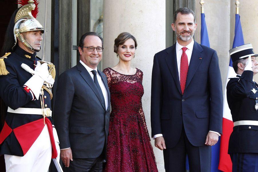 A l'Elysée, pour le dîner d'Etat donné en l'honneur du roi Felipe et de la reine Letizia d'Espagne