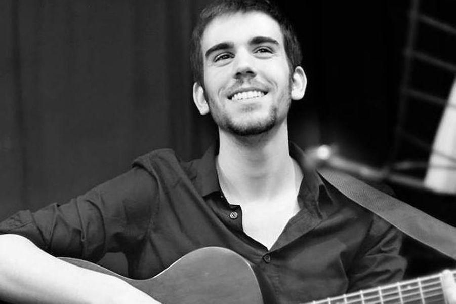 Baptiste, 24 ans, originaire de Tonnerre (Yonne), musicien, petit-fils de la chanteuse Anne Sylvestre, vivait à Paris depuis cinq ans.