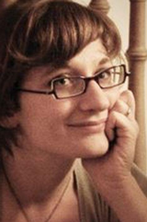 Claire, 35 ans, originaire d'Avignon, dessinatrice graphiste, vivait à Houilles avec ses deux enfants. Elle était au Bataclan avec son mari, blessé.