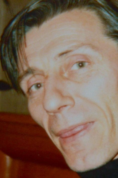 Jean-Jacques, 68 ans, Parisien, oncle d'une élue de Quimper, était marié et père de deux filles, grand-père de deux petits-enfants. Il avait fondé la société de sérigraphie Art Go.