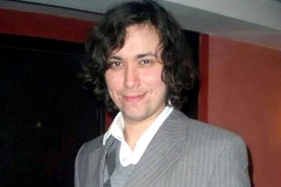 Chilien, il habitait depuis huit ans avec sa femme à Paris, où il travaillait comme musicien, selon les autorités chiliennes.