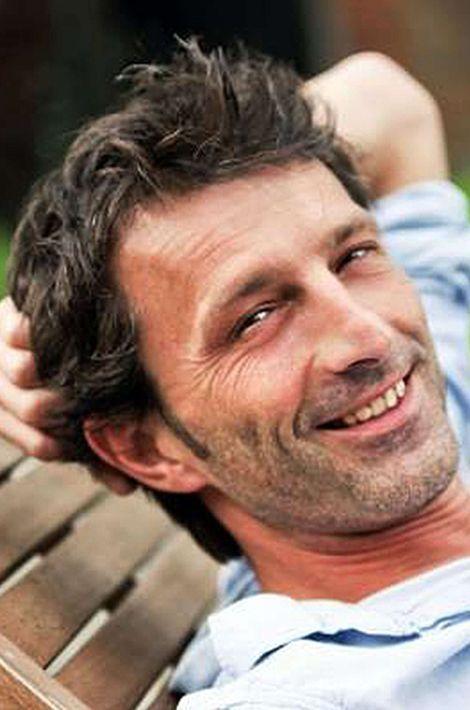 De nationalité belge. Ce père de famille habitait avec sa compagne Elif Dogan, elle aussi décédée, dans la rue du Bataclan où ils s'étaient installés il y a quatre mois.