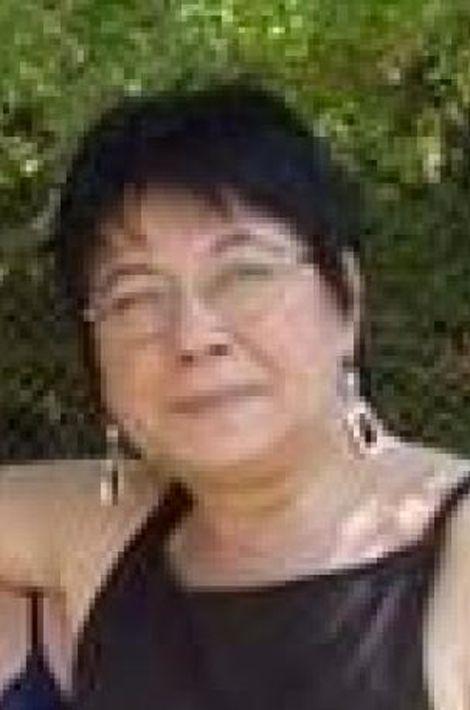 Elle était la nièce de l'ambassadeur chilien au Mexique. Cette fonctionnaire à la mairie de Sevran (Seine-Saint-Denis) est tombée sous les balles des terroristes au Bataclan, ainsi que sa fille, Elsa Delplace.