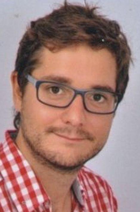 Romain, 28 ans, était professeur d'anglais à l'ensemble scolaire catholique Saint-Michel de Picpus (Paris et Saint-Mandé), et musicien.